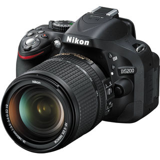 Nikon D5200 DSLR with AF-S 18-140mm VR Kit lens