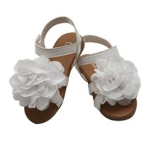 Dchica Flowers In Her Feet Sandals, white