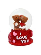 Primo Kissing Couple in Rotating Crystal Cube