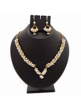 Nisa Pearls Charming Necklace
