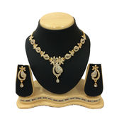 Shriya Gold Plated Diamond Look Nacklace Set