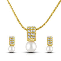 Shriya White Pearl Pendant Set With Chain